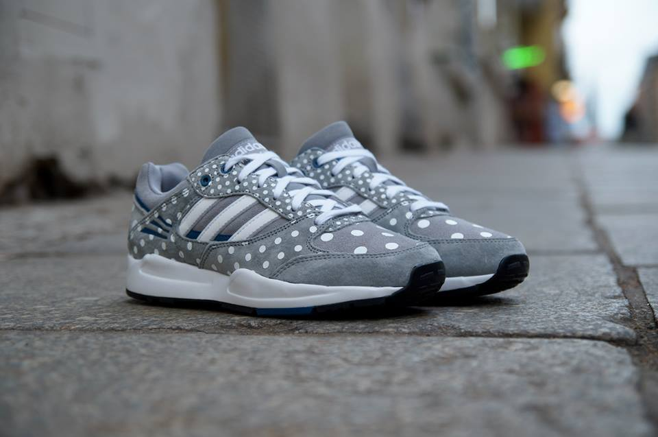 Prikkede Adidas Tech Super