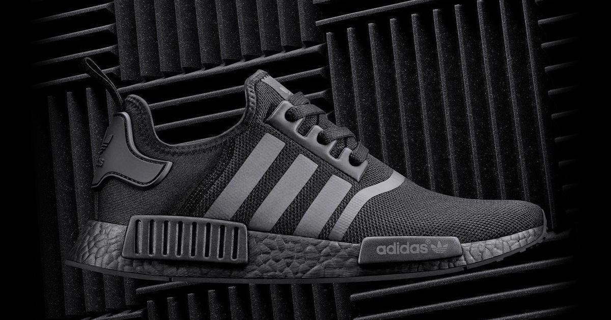 adidas nmd r1 triple black cool sneakers. Black Bedroom Furniture Sets. Home Design Ideas