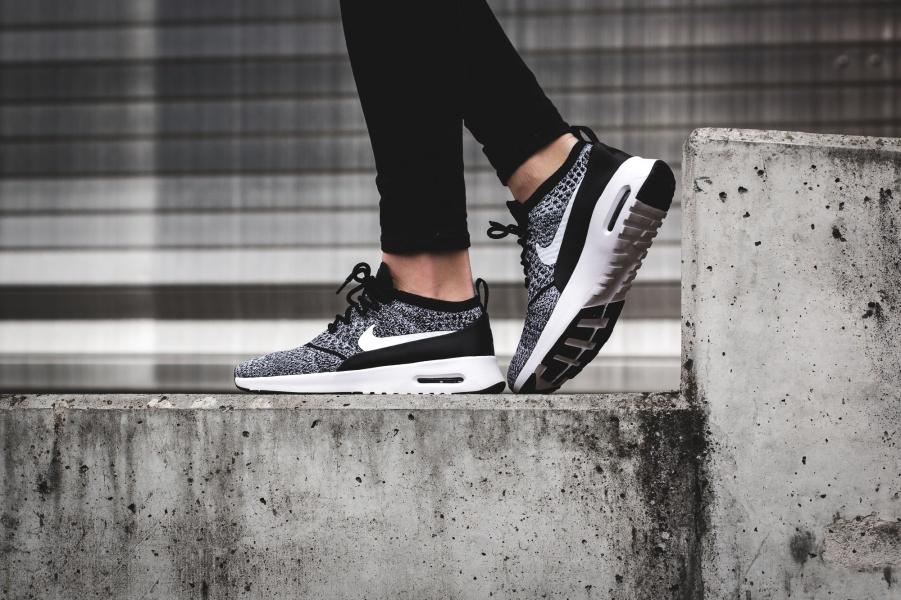 Nike Air Max Thea Flyknit Oreo Cool Sneakers