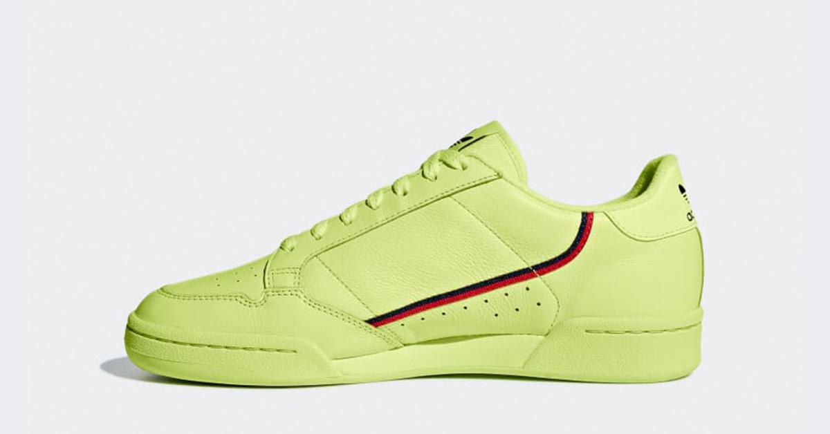 finest selection eafa7 fb0b1 size  Shop Sneakers, Tøj  Tilbehør  Trainers, T-Shirts, Jakker  Meget  andet