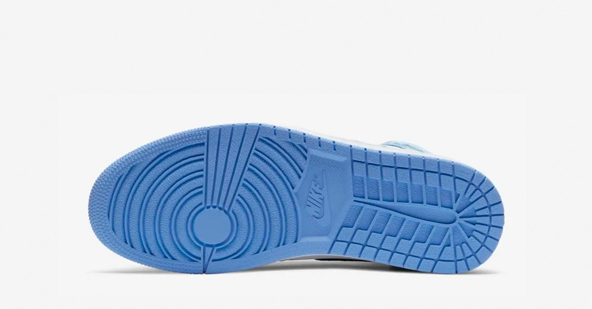 Nike-Air-Jordan-1-High-Lyseblaa-05