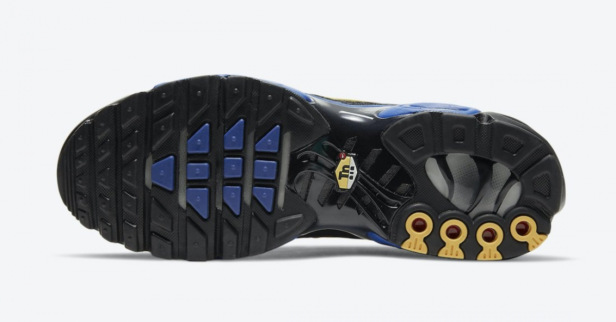 Nike-Air-Max-Plus-Kiss-My-Airs-DJ4956-001_06