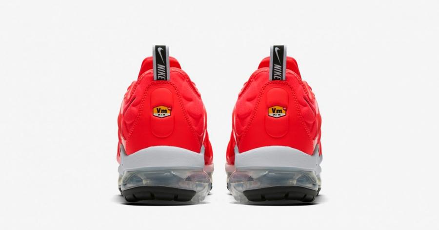 Nike-Air-Vapormax-Plus-Bright-Crimson-924453-602-05