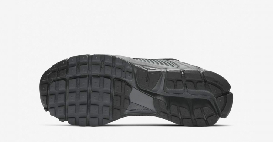 Nike-Zoom-Vomero-5-Sort-BV1358-002-04