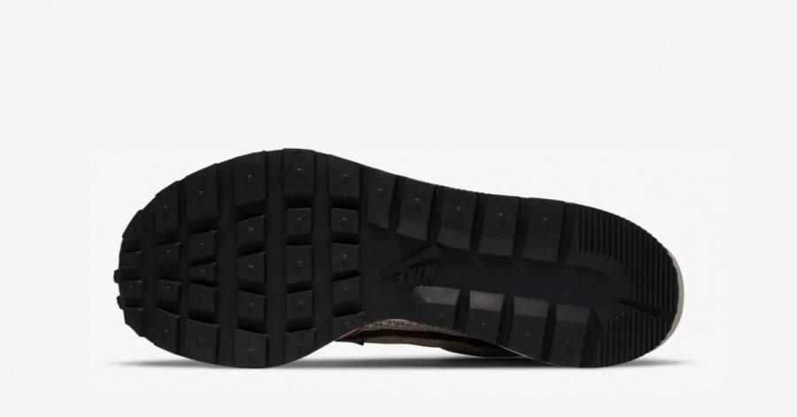 Sacai-x-Nike-Vapor-Waffle-String-Black-Villain-Red-DD3035-200-04