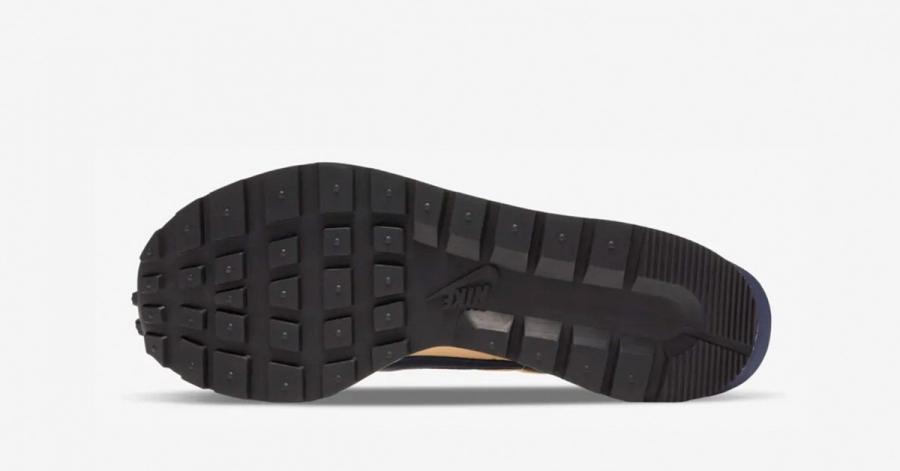 Sacai-x-Nike-Vaporwaffle-Sesame-03