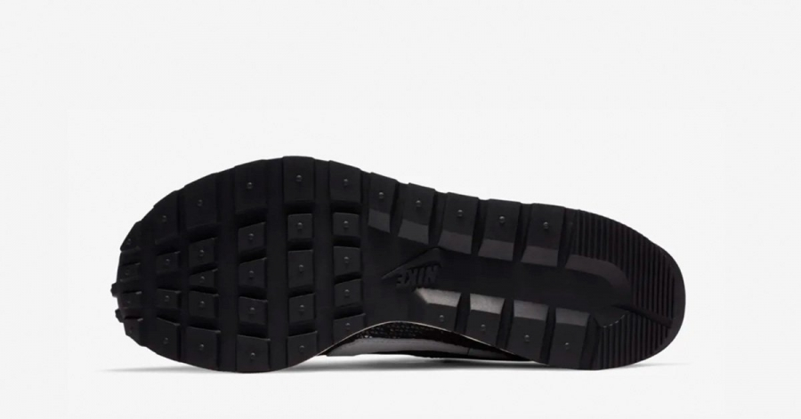 Sacai-x-Nike-VaporWaffle-Sort-Hvid-05